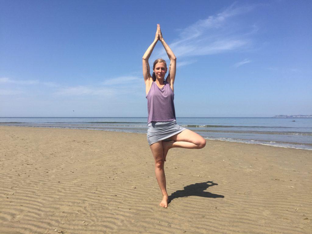 Hatha yoga la posture de l'arbre