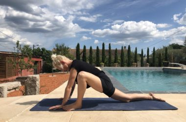 5 postures de yoga pour se détendre avant de dormir
