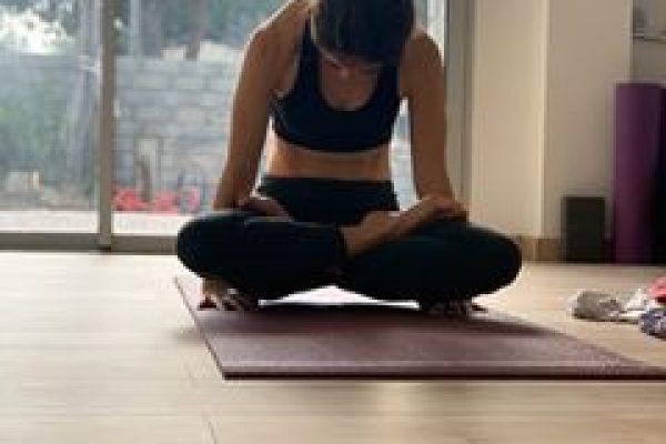 Nastassja, professeure de yoga à Montpellier